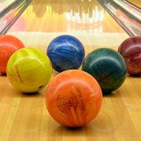 Como jogar bowling?